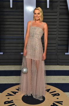 Margot Robbie in Chanel en Jimmy Choo schoenen