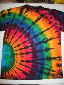 Sep 2016 - Heather models a Rainbow Spiral Black Over Dye by Up and Dyed One of the most enduring color combinations that I have marketed over the years is the Rainbow spectrum with a black over dye spiral, a… How To Tie Dye, How To Dye Fabric, Dyeing Fabric, Shibori, Tie Dye Folding Techniques, Paint Techniques, Tie Dye Tutorial, Tie Dye Party, Tie Dye Kit