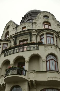 Romantic architecture has historical roots but some modern day examples as well