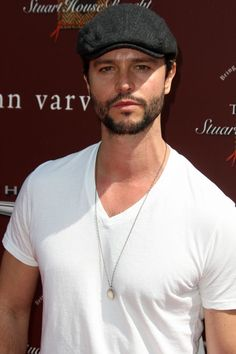 Jason Behr...remember him? Anyone ever watch Roswell? SOOO HOT!
