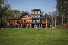 Post and Beam log homes are one of Artisan Log Homes most popular log home style to design and build. View our custom log homes here! Log Cabin Getaways, Getaway Cabins, Log Home Plans, House Plans, Luxury Homes Dream Houses, Dream Homes, Timber Buildings, Wooden Cabins, Post And Beam