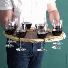 Um suporte para taças que deixa o serviço do vinho ainda mais fácil! #wine #vinho #taça
