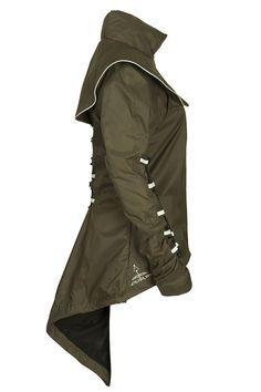 Restez protégée et élégante avec la veste d'équitation extensible et chic de Georgia in Dublin! Ajustez la selon votre morphologie et partez en balade.