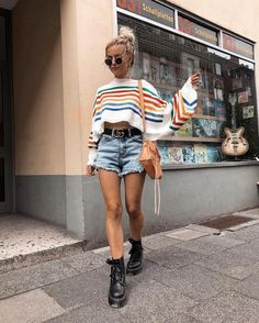 Summer is here (and if it's not summer where you are now, these summer looks might make you want to book a vacay to somewhere warm)! Below is a round up of some of the best street style outfits to inspire you this summer. Look Fashion, Teen Fashion, Autumn Fashion, Fashion Outfits, Womens Fashion, Surf Fashion, Fashion 2018, Cheap Fashion, Fashion Trends