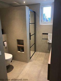 Mooie strakke badkamer met Béton Ciré Pro in de kleur Zijde door verwerker LT-. Schönes, elegantes Badezimmer mit Béton Ciré Pro in der Farbe Silk von Lisse mit LT-Veredelung.