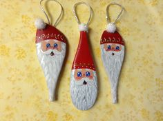 Santas on wooden spoons. Santa Crafts, Snowman Crafts, Ornament Crafts, Holiday Crafts, Christmas Ornaments To Make, Handmade Christmas, Christmas Fun, Christmas Projects, Spoon Ornaments