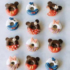 Disney Desserts, Disney Food, Disney Disney, Disney Style, Donald Y Daisy, Apple Cake Pops, Nightmare Before Christmas Cake, Disney Cute, Comida Disney
