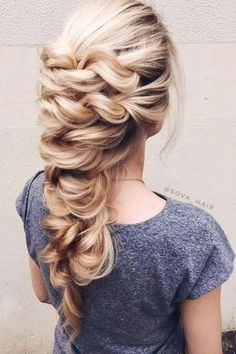 Unique wedding hairstyle idea for long hair #weddinghair #hairideas #hairstyle #hairstyles #longhair #bridalhair