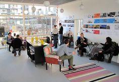 Byens Bogcafe i Ørestaden, er et lille børnevenligt & afslappet sted. Her kan du drikke kaffe, købe eller læse bøger, opleve børneteater, oplæsning mm. Her koster en morgenmadstallerken 75 kroner. Hverdagstilbud: kaffe og brød m. ost til 29 kr.   Edvard Thomsens Vej 47-49, Kbh. S