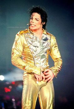 Remember that golden pants are life Michael Jackson Tattoo, Photos Of Michael Jackson, Michael Jackson Smile, King Of Music, Mj Music, Jackson Family, Mike Jackson, Elvis Presley, Gold Pants