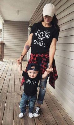 Du bist Killin 'Me Smalls & Smalls Eltern-T-Shirt-Set - Baby boy - Baby Fashion Kids, Baby Boy Fashion, Little Boys Fashion, Babies Fashion, Fashion 2018, Fashion Women, Fashion Trends, Mommy And Me Outfits, Cute Outfits