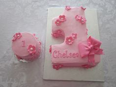 A baby girl's 1st birthday cake