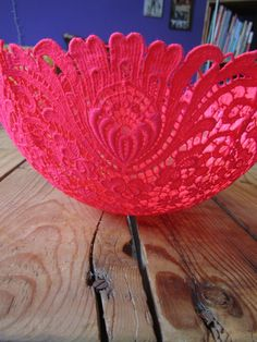 A bowl of Grandma's doilies - Lybstes. Tin Can Crafts, Diy And Crafts, Crafts For Kids, Sock Crafts, Fabric Crafts, Paper Crafts, Diy Ballon, Craft Projects, Projects To Try
