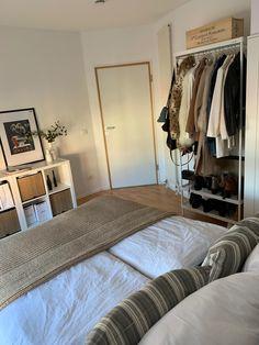 Room Design Bedroom, Room Ideas Bedroom, Home Bedroom, Bedroom Decor, Bedrooms, Minimalist Room, Cozy Room, Aesthetic Bedroom, Dream Rooms