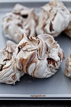 Cinnamon chocolate meringues (in Polish) Bakery Recipes, Cookie Recipes, Dessert Recipes, Cute Food, Good Food, Polish Recipes, Food Humor, Pavlova, Chocolate Recipes