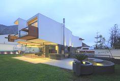 Modern architecture at Casa Para Siempre, Lima