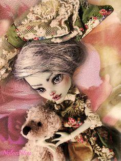 NylonBleu Doll Pictures: White wandy in a garden - Monster High Custom