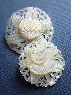 Lovely shell of hand carving Mother of pearl White accessories Cool Buttons, How To Make Buttons, Vintage Buttons, Button Art, Button Crafts, Mother Of Pearl Buttons, Mother Pearl, Fantasy Jewelry, Antique Lace