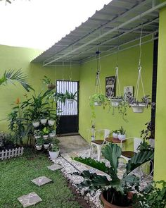 Image may contain: plant and outdoor Small Backyard Gardens, Small Backyard Landscaping, Backyard Garden Design, Back Gardens, Small Gardens, House Plants Decor, Plant Decor, Garden Ladder, Interior Garden