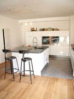 HOME / The kitchen (part - Barnabé loves coffee Kitchen Flooring, Kitchen Upgrades, House Flooring, Kitchen Remodel, Modern Kitchen, Open Plan Kitchen Living Room, New Kitchen, Home Kitchens, Kitchen Design