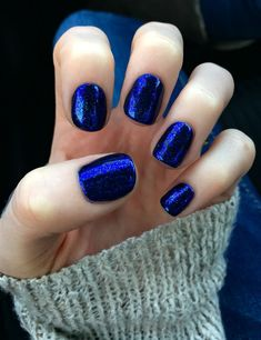 The advantage of the gel is that it allows you to enjoy your French manicure for a long time. There are four different ways to make a French manicure on gel nails. Mylar Nails, Cnd Nails, Blue Shellac Nails, Dark Blue Nails, Polish Nails, Cnd Shellac Colors Winter, Cnd Shellac Layering, Oval Nails, Acrylic Nails