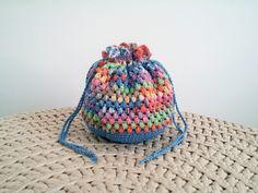 Petite bourse d'inspiration Japonaise au crochet : Autres sacs par elhiolune Pouches, Creations, Crochet Hats, Beanie, Etsy, Gifts, Inspiration, Beautiful, Fashion