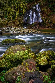 Alder Glen Falls, OR by Bryan Swan via Flickr.
