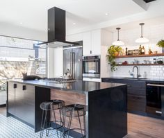 A Bistro-Style Kitchen Reno in Trinity Bellwoods