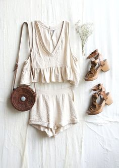 A neutral color matching set. So chic.