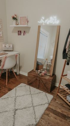 My Home Office – Lipstick and Bows Study Room Decor, Room Ideas Bedroom, Small Room Bedroom, Home Decor Bedroom, Minimalist Room, Home Office Decor, Office Ideas, Aesthetic Room Decor, Home Room Design