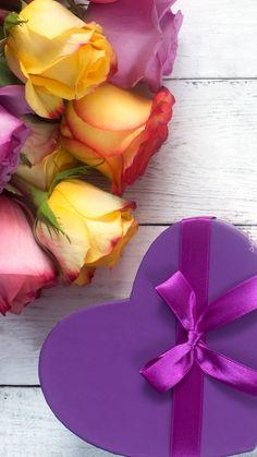 Rose Wallpaper, Wallpaper Backgrounds, Iphone Wallpaper, Cartoon Girl Images, Girl Cartoon, Beautiful Flowers, Beautiful Pictures, Girls Image, Red Roses