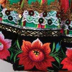 Folk Doll from Mazowsze Lowicz Region Dolls - Dolls - By Polish Souvenirs at Polart - PolandByMail Polish Embroidery, Hungarian Embroidery, Learn Embroidery, Modern Embroidery, Crewel Embroidery, Art Costume, Folk Costume, Costumes, Embroidery Designs