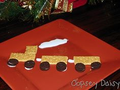 Easy snack for the kids!  Train made of graham crackers, mini oreos, and frosting.