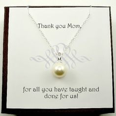This simple single pearl necklace is perfect for everyday wear. This necklace makes an excellent gift for your mom, your mother in law or a