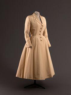 Jacques Fath | Robe-manteau, forme redingote, faille de soie, vers 1948 | Exposition Les années 50 : La mode en France, 1947-1957 | Palais Galliera, Paris
