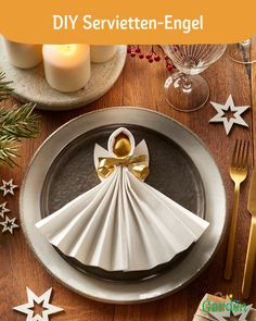 Adventskalender DIY Napkin angels are the perfect decoration for your banquet table. With our DIY vi Christmas Crafts, Christmas Decorations, Table Decorations, Deco Nouvel An, Ostern Party, Diy Crafts To Do, Banquet Tables, Wedding Napkins, Diy For Teens