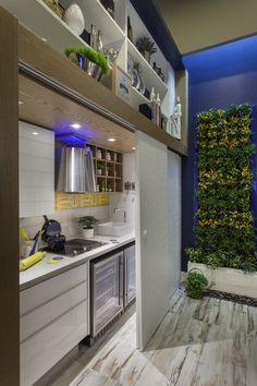 Cozinha escondida no armário moderna e linda - saiba mais sobre essa tendência! Veja muito mais fotos, dicas e informações técnicas dessa cozinha em Decor Salteado! É só clicar na imagem! ; - )