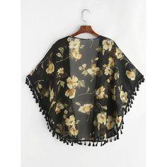 SheIn(sheinside) Allover Florals Print Fringe Hem Chiffon Kimono (42 BRL) ❤ liked on Polyvore featuring tops, floral chiffon top, tassel kimono, short sleeve tops, boho chic tops and floral chiffon kimono