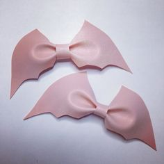 Etsy の Pastel goth pale pink bat bow 1 by Dulcecalaveritas