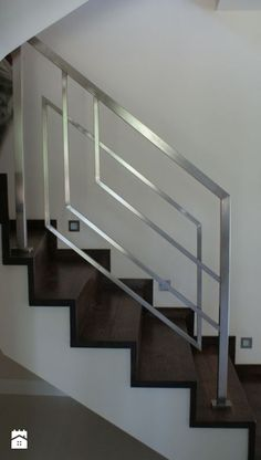 Steel Railing Design, Staircase Railing Design, Steel Stair Railing, Interior Stair Railing, Modern Stair Railing, Home Stairs Design, Staircase Handrail, Modern Stairs, Balcony Grill Design