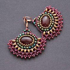 IZZILAND - smukke øreringe i viftefacon og med oval sten - i smukke farver