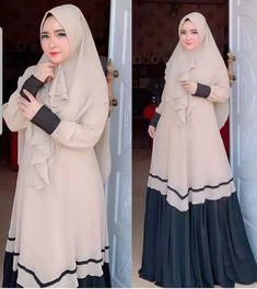 Jb MULKI SYARI AQ001 Cocok sekali buat dipakai sehari-hari. Baju ini khusus buat kalian yang pengen tampil syari Harga : 133.000 Bahan : dress moshcrepe Ukuran : all size fit to L  Informasi dan pemesanan hubungi kami SMS/WA +628129936504 atau www.ummigallery.com  Happy shopping Model Dress Batik, Batik Dress, Abaya Fashion, Fashion Outfits, Moslem Fashion, Hijab Style Dress, Muslim Dress, Islamic Fashion, Islamic Clothing