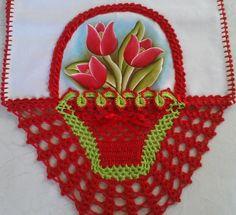 Pano de prato feito com pintura a mão e um lindo barrado em crochê 100% algodão.  Medida do pano de prato 0,89x0,48cm.  Fazemos na cor que desejar! Filet Crochet Charts, Crochet Borders, Crochet Doilies, Crochet Flowers, Crochet Lace, Crochet Towel Holders, Lace Gown Styles, Crochet Bikini Pattern, Crochet Hearts