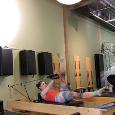 Single arm work while coordinating the legs requires a lot of concentration. Often the focus is on the side that is working, but in this… Pilates Reformer Exercises, Pilates Workout, Workouts, Arm Work, Creativity Exercises, Fitness Motivation, Legs, Creative, Form Fitness