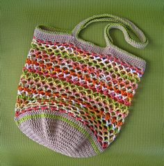 Yet Another Market Bag by Rebby, free pattern by Debbie Solinsky on Ravelry. pattern details aren't there, but enough info to make this. Crochet Market Bag, Crochet Tote, Crochet Handbags, Crochet Purses, Love Crochet, Crochet Gifts, Knit Crochet, Ravelry Crochet, Crochet Baskets