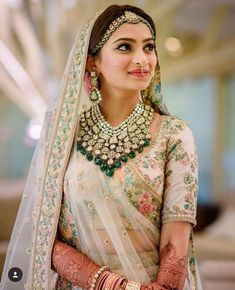 From Bollywood celebrities to fashion shows, from bold brows to goth lipsticks, discover the latest Indian makeup trends for brides and wedding guests! jewelry indian Indian Makeup & Bridal Beauty Trends Get a Bold Update Indian Bridal Outfits, Indian Bridal Lehenga, Indian Bridal Fashion, Indian Bridal Wear, Indian Wedding Jewelry, Indian Dresses, Indian Weddings, Indian Wedding Makeup, Indian Jewelry