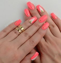 Coral polish coated nails will be a perfect addition to your bright summer look. Deep color of lacquer has a ...
