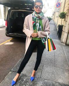 Giovanna Engelbert sur Instagram: Ciao Milano #verymilanese Miss Manolo  @manoloblahnikhq @sara_battaglia  @frame coat @acnestudios @lindafarrow scarf @hermes