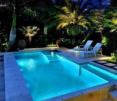 La iluminación subacuática nos ofrece seguridad en las noches cuando nadamos para ver bien que es lo que hay a nuestro alrededor.