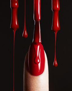 Photo: Florian Sommet   Styling: Jana Sommet  Manicure: Mel Goldmann Handmodel: Akvile Jurksa